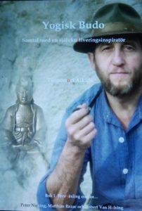 Bild på omslaget på boken Yogisk Budo om Peter Niesing
